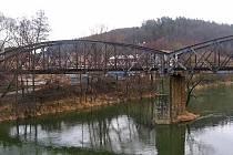 Příhradovému ocelovému mostu zbývá půl roku provozu.