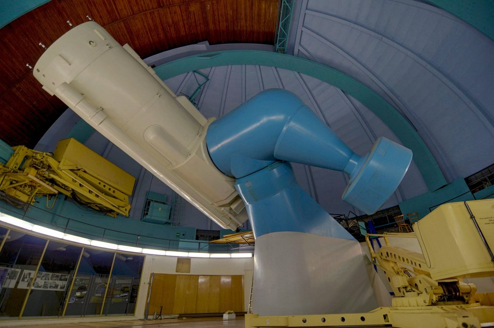 Hvězdárna Ondřejov: Perkův dvoumetrový dalekohled.