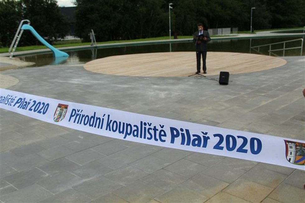 Slavnostní otevření biokoupaliště poblíž rybníka Pilař ve Voticích.