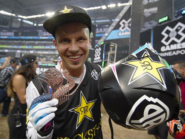 Libor Podmol se těší z bronzové medaile na X-Games.