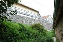 Je zeď v Býkovicích hotová či nikoliv?