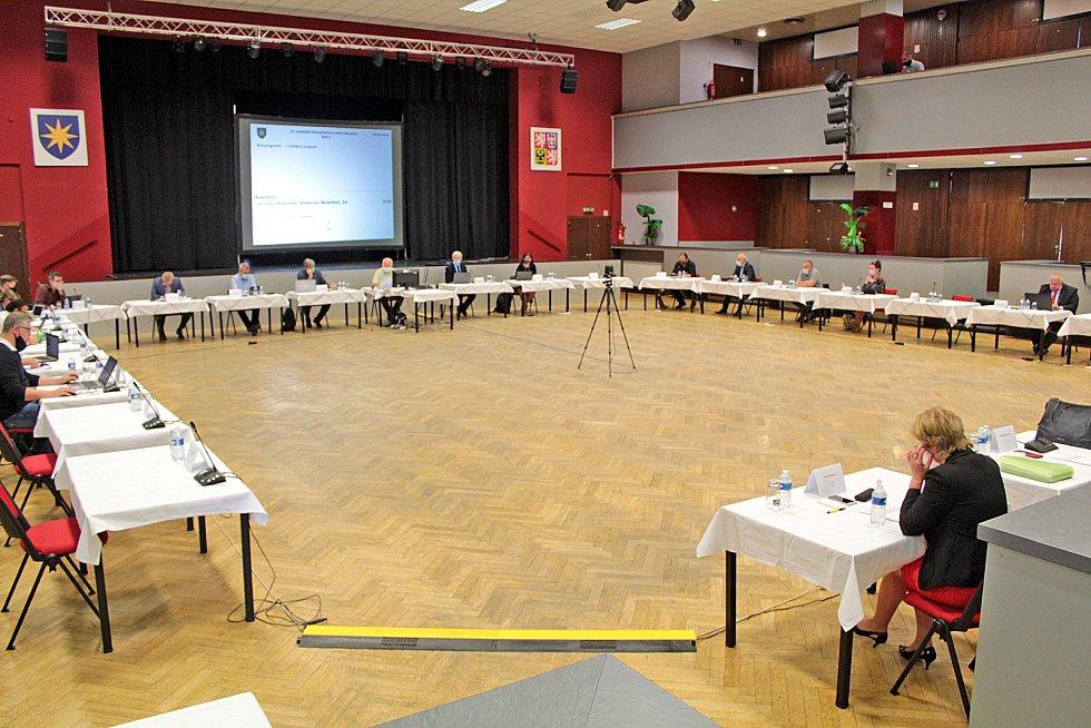 Ze zasedání zastupitelstva města ve velkém sále Kulturního domu Karlov v Benešově.