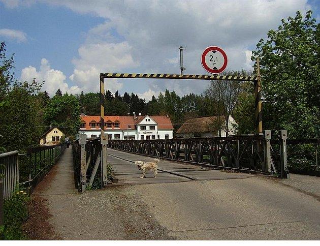 Most mezi Čtyřkoly a Lštěním