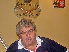 Josef Řihák by na České Sibiři postoupil do druhého kola senátních voleb. Pro Jiřího Buriana hlasovalo 982 lidí, pro Josefa Řiháka 774. Vladimír Danda by vypadl jako  třetí se 682 hlasy.