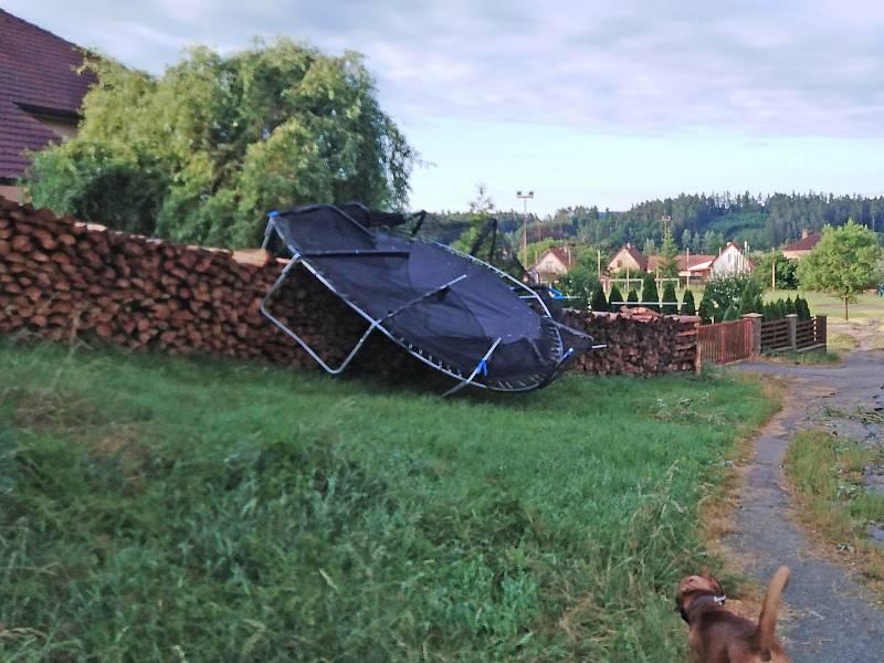 Následky bouřky v noci na čtvrtek 24. června v Peceradech.