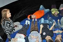 Děti ze školní družiny ZŠ Jiráskova se poučily o sluneční soustavě.