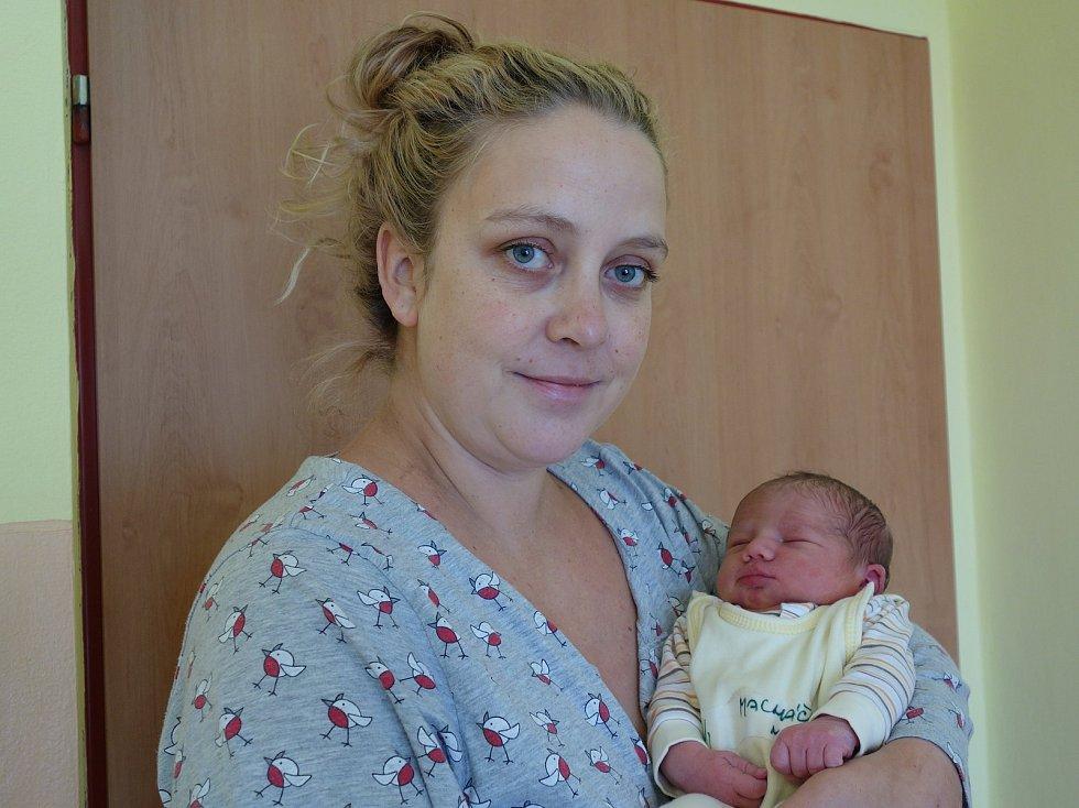 Natálka Macháčková se rodičům Zuzaně a Miloši Macháčkovým narodila 5. listopadu 2019 ve 20 hodin a 14 minut, vážila 3480 gramů a měřila 51 centimetrů. Doma v Olbramovicích má sestřičku Elišku (2,5).