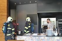 Požární poplach v Green Parku v Benešově způsobil olej kapající na žhavý gril.