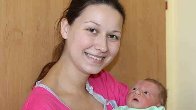Malý Miroslav se narodil 28. října v 19.45. Při příchodu na tento svět vážil 3,69 kilogramu a měřil 52 centimetrů. Z prvorozeného syna se radují rodiče Lenka Kubačáková a Miroslav Malecha z Načeradce.
