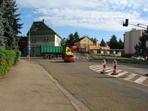 Antuškova ulice je od úterý 16. února od světelné křižovatky ke křižovatce s ulicí Na Spořilově uzavřená pro plynaře.