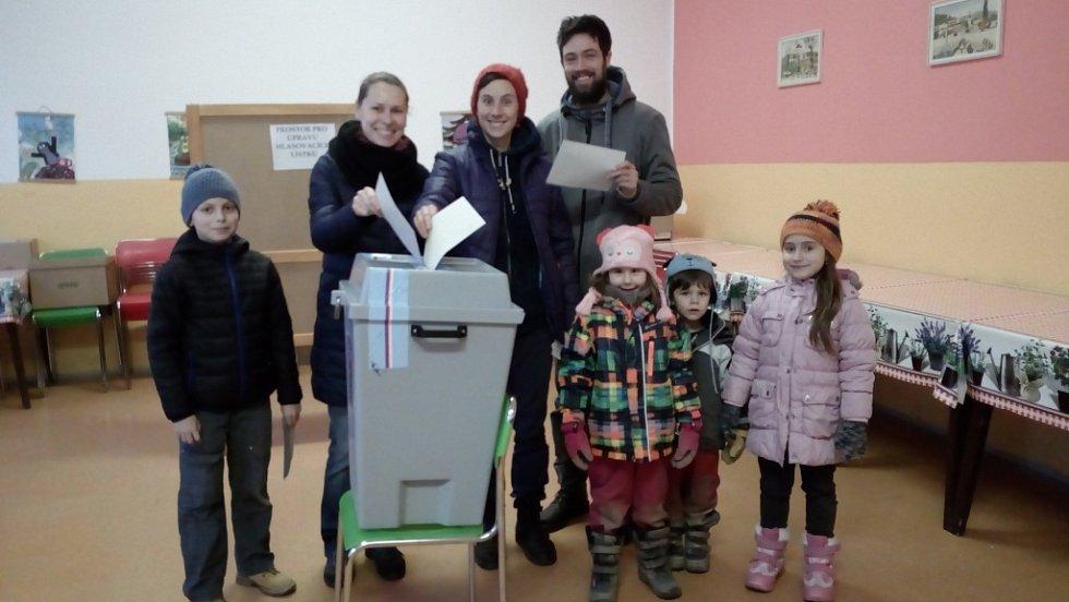 Volby v týneckém prvním okrsku.