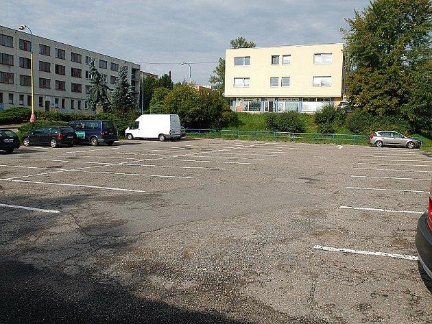Placené parkoviště v nemocnici v pátek 19. srpna v 9.15.