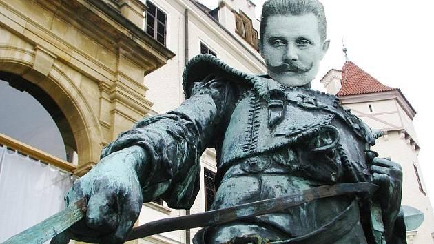 Hrátky s grafickým programem umožňují i propojení těla psovoda s hlavou Františka Ferdinanda.