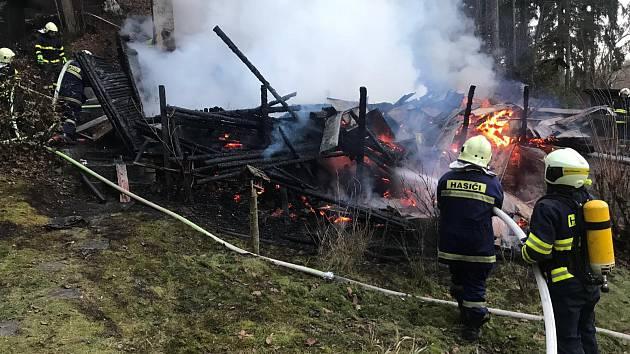 Požár chaty v katastru obce Petrov, v místní části Haway.