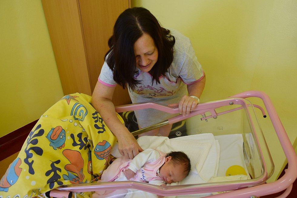 Karolína Kruťová se Denise a Jaroslavovi narodila v benešovské nemocnici 7. září 2021 v 8.46 hodin, vážila 3110 gramů. Rodina bydlí v Divišově a jejími sourozenci jsou Martina (9) a Jaroslav (16).