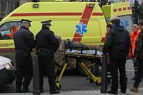 Zraněného opilce odvezla na ošetření sanita záchranné služby.