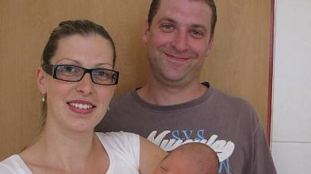 Ve čtvrtek 23. června ve 12.35 se narodil Tomáš Hauzar mamince Ivaně a tatínkovi Pavlovi z Bukovan. Jeho váha při příchodu na tento svět byla 3,20 kilogramu a míra 50 centimetrů.