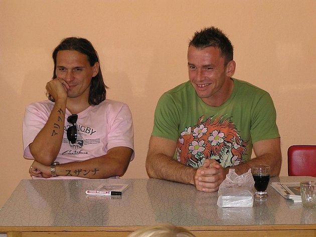 Známí fotbalisté Jaromír Blažek a Marek Kincl navštívili fotbalový kemp v Neveklově.