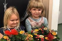 Děti z mateřinky MiniSvět vázaly a zdobily adventní věnce.