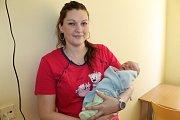 Dominik Neumann se narodil 11. dubna v 10.38, kdy měl 4 250 gramů a 53 centimetrů. Z jeho narození se radují Jana Hanková a Martin Neumann z Vlašimi, kteří představí Dominika bratrovi Danielovi (7).