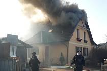 Požár rodinného domu v obci Nupaky na Praze-východ.