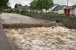 Červený potok v Hořovicích po deštích v polovině května 2021 dosáhl 2. povodňového stupně.