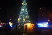 Rozsvěcení vánočního stromu v centru města nad Sázavou se konalo v sobotu 30. listopadu podvečer.