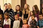 Česko zpívá koledy se už podruhé konalo v aule benešovského gymnázia.