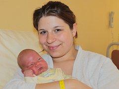 Slavnostním dnem pro Janu Uhlířovou z Týnce nad Sázavou je 30. duben. V deset hodin a čtyři minuty večer se jí narodil prvorozený syn Dan. Na svět přišel s váhou 3,56 kilogramu a mírou 50 centimetrů.