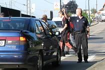 Přechod v Hodějovského ulici hlídají strážníci