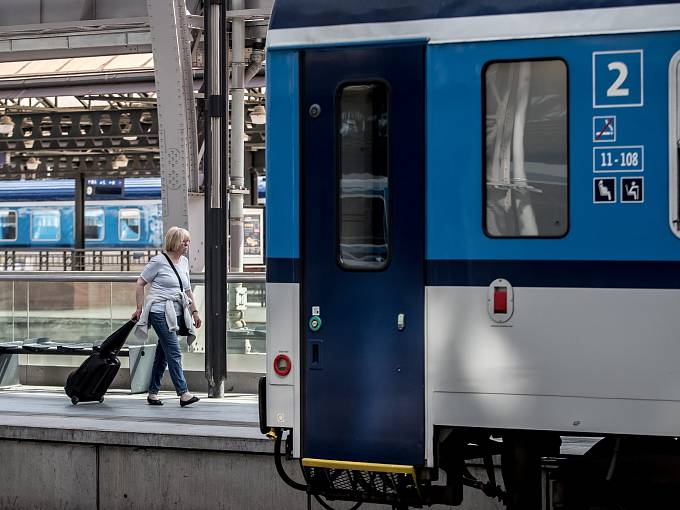 Cestování vlakem. Ilustrační foto.