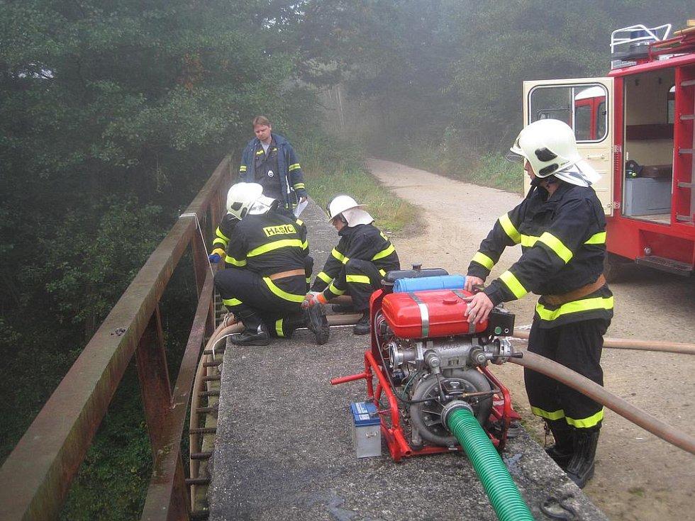 Sobotní cvičení hasičů okrsku Trhový Štěpánov.