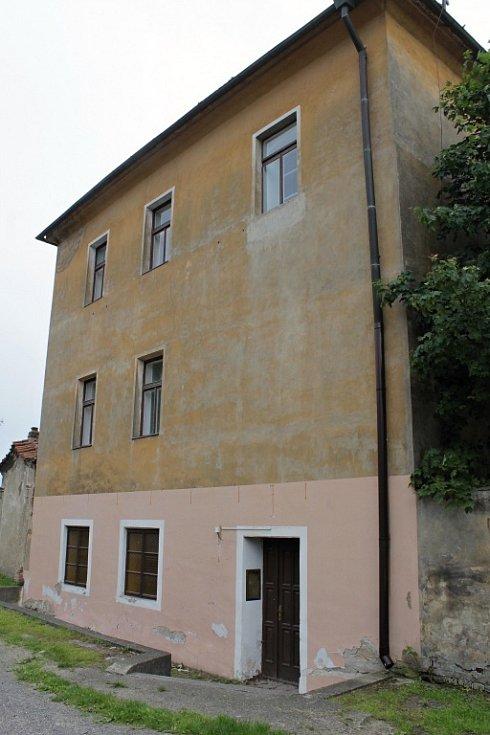 Zámek v Hradištku, kde sídlilo velitelství ženijní školy SS.