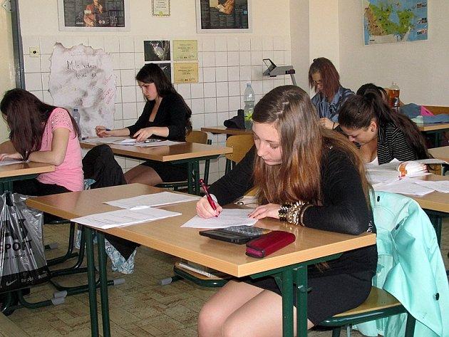 Studentky dnes dokončí maturitní písemku z angličtiny a ve středu píší práci z němčiny.
