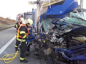 Těžká dopravní nehoda na Pražském okruhu u Jesenice