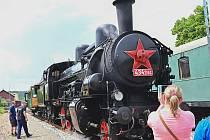 Na okružní jízdu dolním Posázavím vyjel 12. června 2021 vlak tažený parní lokomotivou přezdívanou Čtyřkolák.