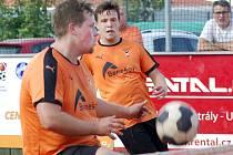Dvojice. Nikolas Truc a Vilém Ungermann mladší během odvety čtvrtfinále s Žatcem.