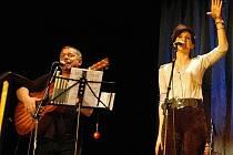 Vystoupení Kláry Vytiskové v Benešově s kapelou Neřež.