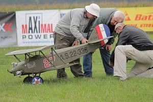 Nesvačilské podívání na obří modely letadel pokračuje i v neděli.
