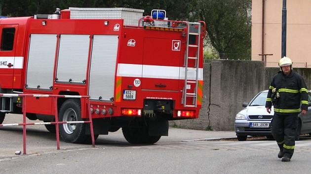 Koncem října 2010 byl cítit zápach plynu v uličce mezi školkou a základní školou v Dukelské ulici. Přivolaní hasiči oznámení předali plynařské pohotovostní službě.