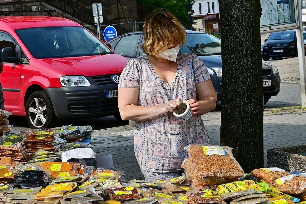 Z farmářských trhů v Benešově 2021.