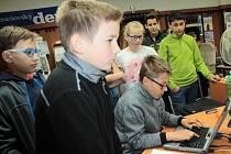 Školní redakce ZŠ Dukelská Benešov pro závěrečnou stáž připravila do novin zpravodajství z jarní akademie.