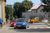 V centru Čerčan budují bezbariérové chodníky.