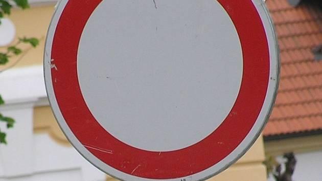 Z hlavní silnice I/3 nebude na Červených Vrškách možné odbočit do centra Benešova