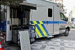 Policejní vůz se speciálním vybavením určeným ke kontrole profesionálních řidičů nákladní dopravy i jejich vozidel.