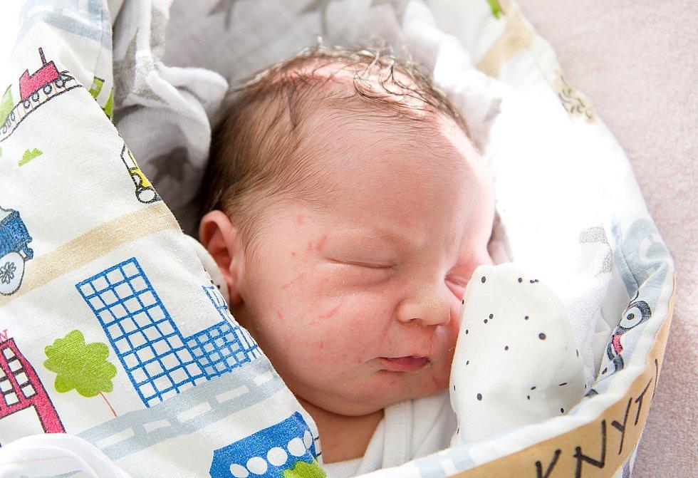 Antonín Knytl se narodil v nymburské porodnici 25. dubna 2021 ve 4.42 hodin s váhou 3330 g a mírou 48 cm. Prvorozený chlapeček bude vyrůstat v Nymburce s maminkou Gabrielou a tatínkem Janem.
