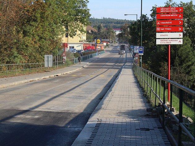 Masarykův most v Týnci nad Sázavou znovu uzavřou práce. Auta přes něj nepojedou od pondělí 5. do pátku 9. listopadu.