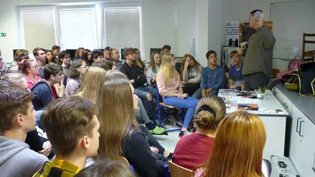 Studenti z Obchodní akademie Vlašim na interaktivní besedě o jaderné energetice.