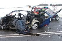 Tři lidé zahynuli před 21 hodinou při střetu dvou osobních automobilů u samoty Nechyba na silnici z Benešova do Vlašimi. Ilustrační snímek