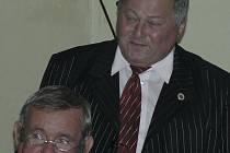 František Červenka ještě jako šéf komise mládeže (dole) s předsedou svazu Františkem Běhounkem.